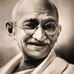 Une étreinte de feu – 55 / Mohandas Karamchand Gandhi